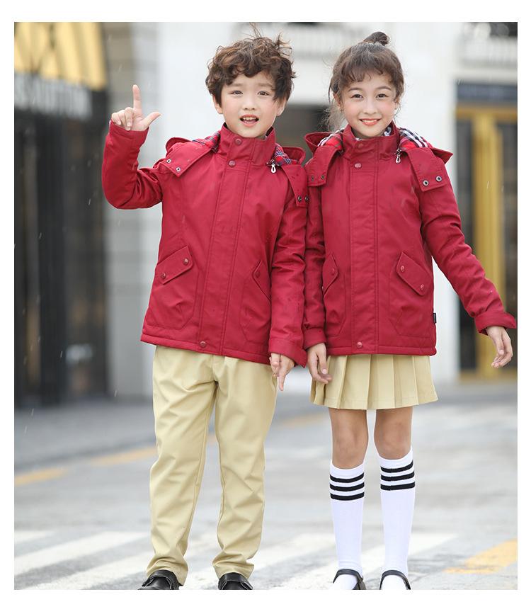 中小学生秋冬款红色冲锋衣套装校服定制